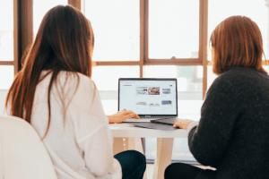 two-women-looking at-laptop-screen